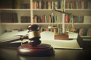 the office of a personal injury attorney who can represent a malpractice case