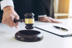 judge strikes gavel to calm down oppposing parties in the personal injury case